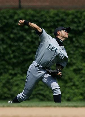 Ichiro_throwing