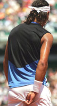 Nadal_touch_hip