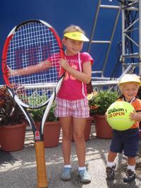 Legg_kids_big_racket