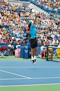 Federer_jump_hi_fvo