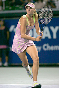 Sharapova_bs_foot