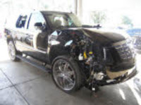 1203tigerwoods_crash_car