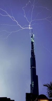 1213burj_dubai_lightning_3
