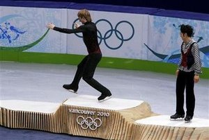 Plushenko_walk_to_gold