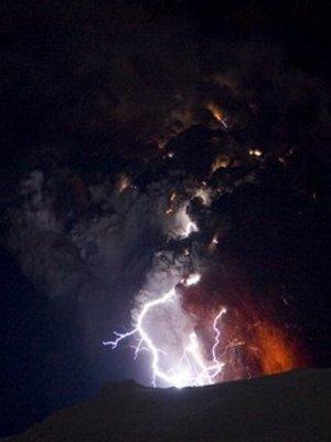 Lightning_volcano2